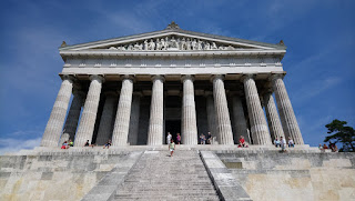 Fachada principal Templo Walhalla