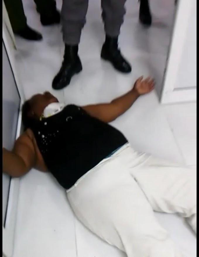Dejan señora tirada en el suelo del Hospital Jaime Mota por temor al COVID-19; exigen al SNS y