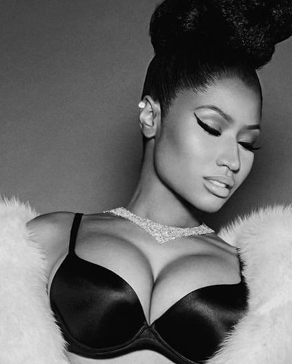Niki Minaj Hot boobs