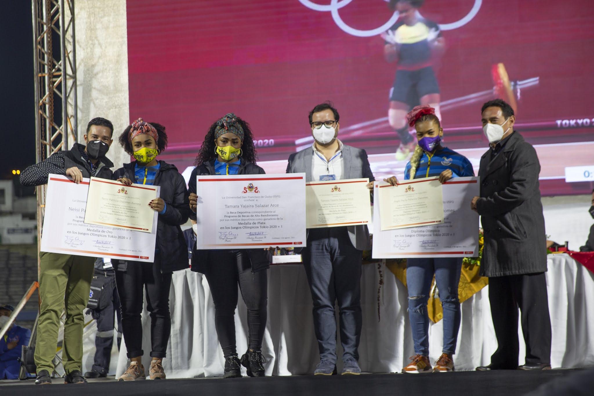 La Universidad San Francisco de Quito entrega becas de estudios a deportistas olímpicas ecuatorianas