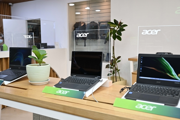 Buy Acer laptops at Acer's flagship store in SM Megamall Cyberzone