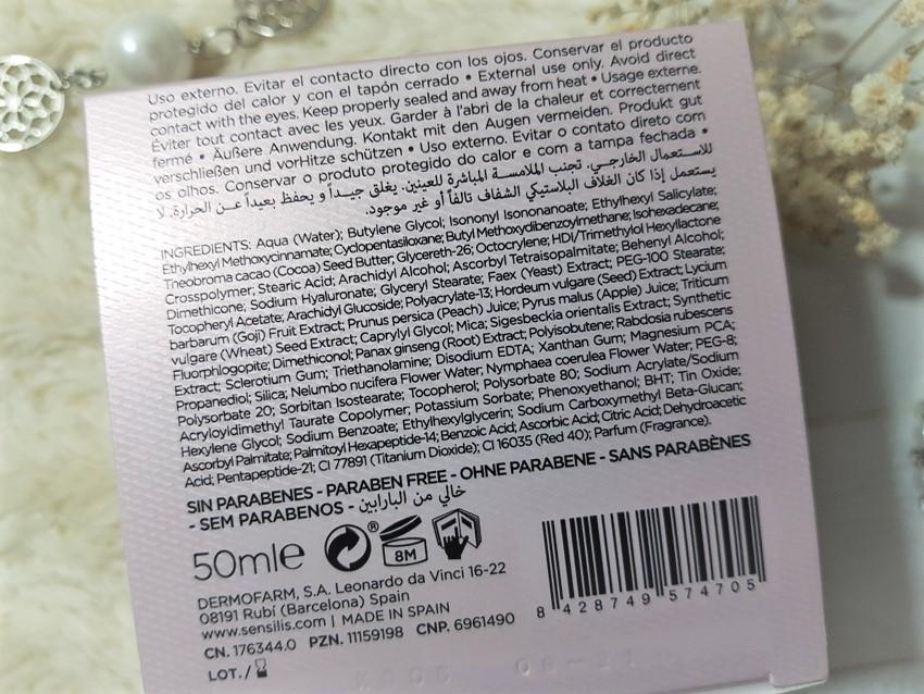 Sensilis Skin Delight Rozświetlający i rewitalizujący przeciwzmarszczkowy krem na dzień SPF 15.