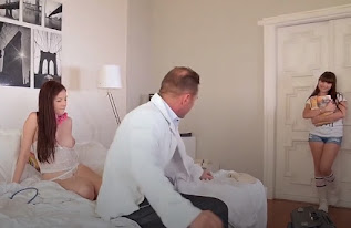 Las alumnas se follan-Chequeo de trío hardcore del doctor