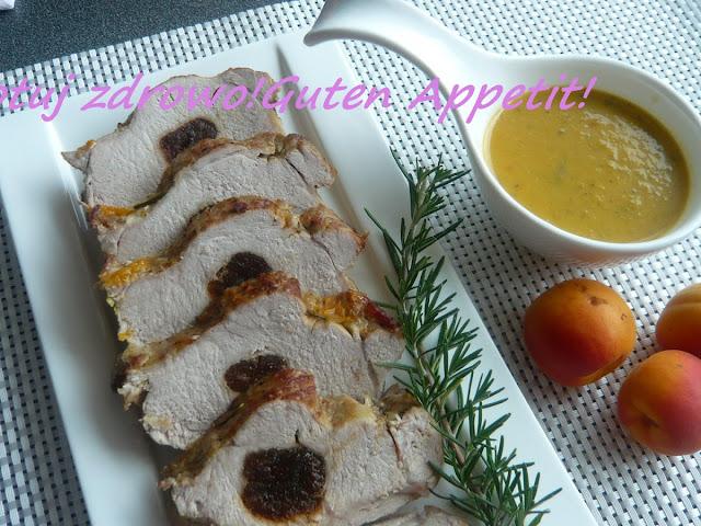 Schab nadziewany morelami z sosem ze świeżych moreli i rozmarynem - Czytaj więcej »