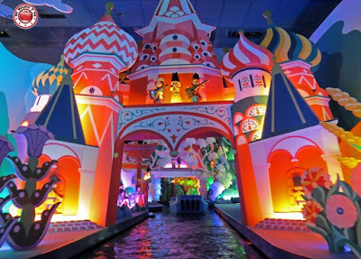 Disneyland Paris - It's a small world