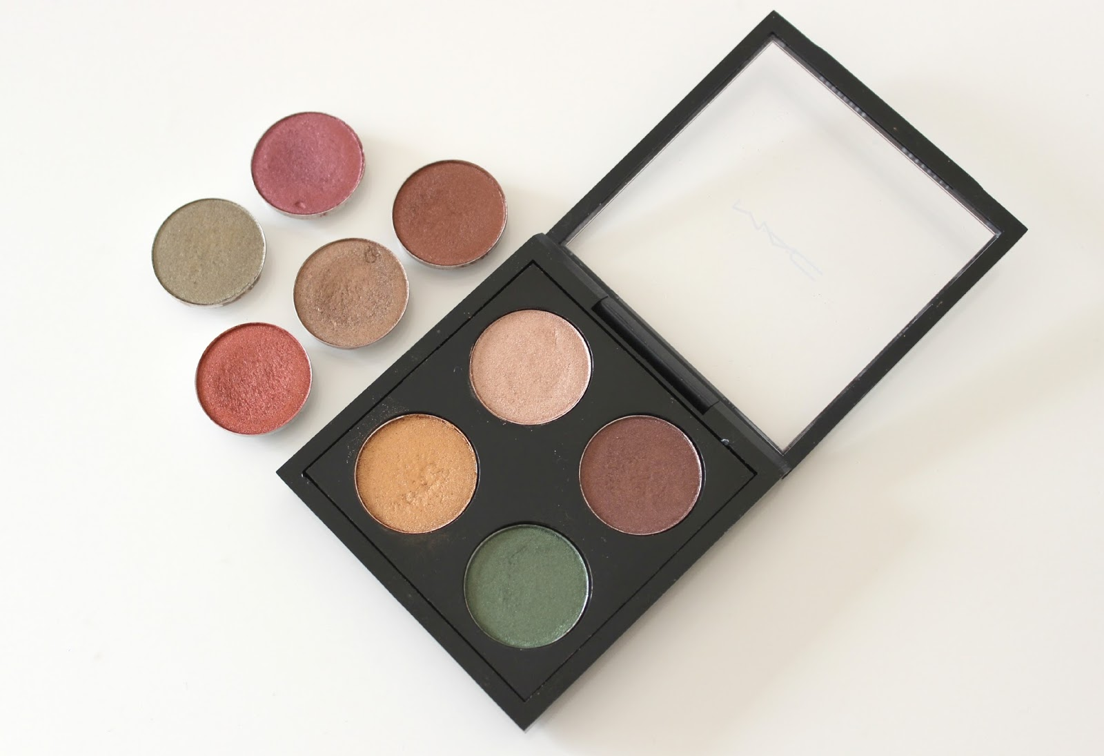 A picture of MAC autumn eyeshadows