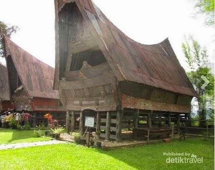 rumah batak toba
