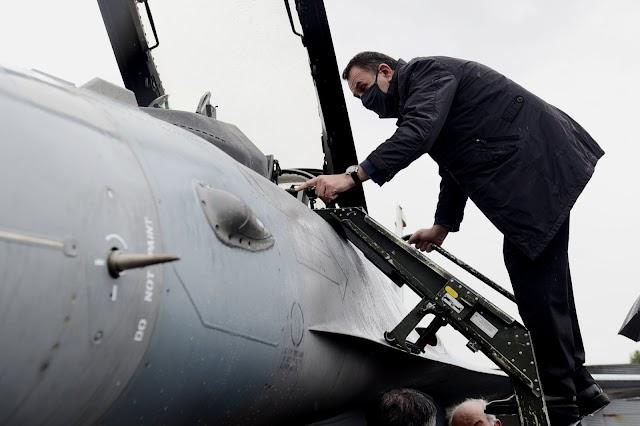 Στην ΕΑΒ ο Παναγιωτόπουλος-Αυτοψία στο αναβαθμισμένο F-16 Viper (ΦΩΤΟ)