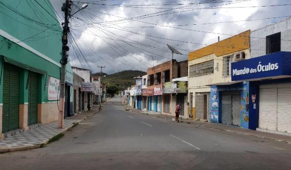 Ipueiras: primeiro dia de lockdown tem ruas vazias na cidade