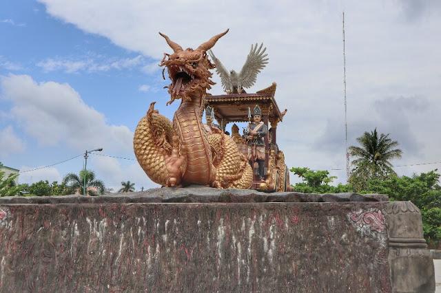 Patung Naga dan Kereta Kencana Kotabumi