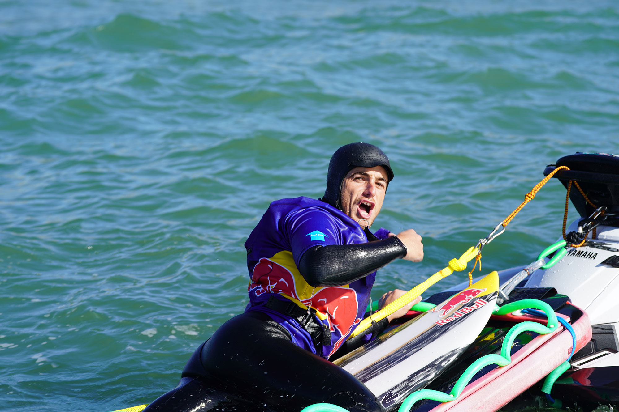 Natxo González celebra su nueva hazaña. | Foto: Jon Aspuru / Red Bull Content Pool