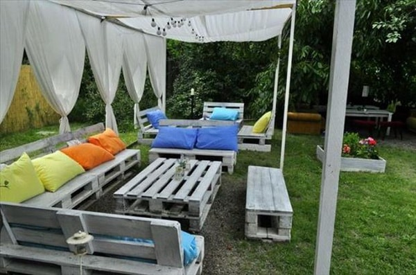 Things you can do with recycled pallets 9