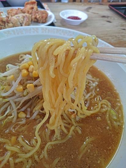 みそラーメンの麺の写真