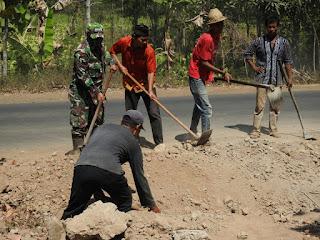 Trisula Desa Montong Gamang Turun Sukseskan TMMD ke 106