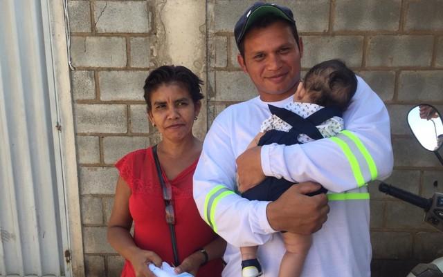 Bebê levado de maternidade por técnica em enfermagem é devolvido aos pais, em Goiânia