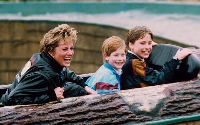 La princesa Diana y sus hijos Harry y William