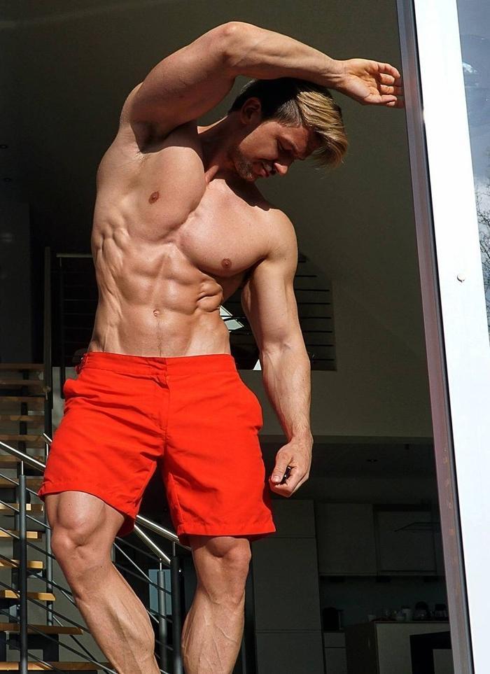 sexy-muscular-men-strong-dilf-body-shirtless-dad