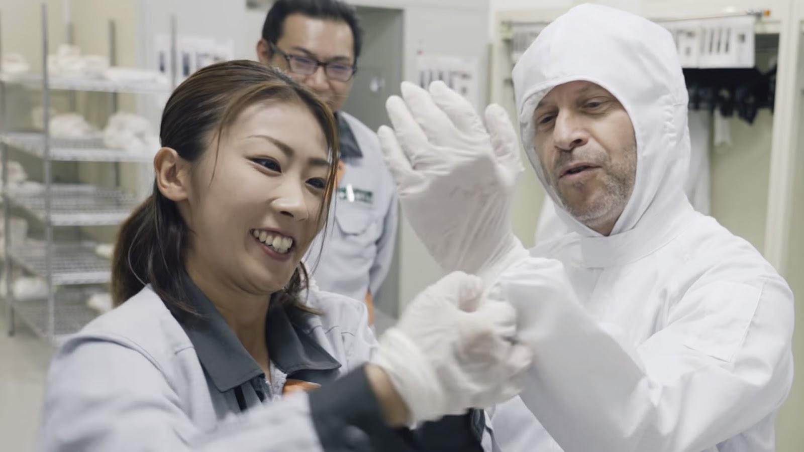 Процесс облачения для допуска на фабрику фототехники Fujifilm