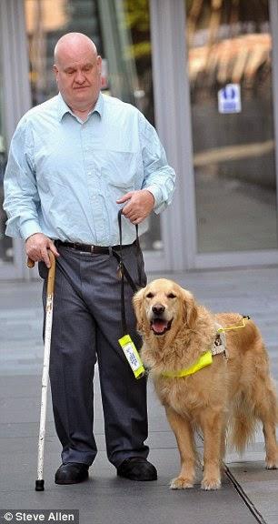 Perros de ayuda a personas con problemas de visión