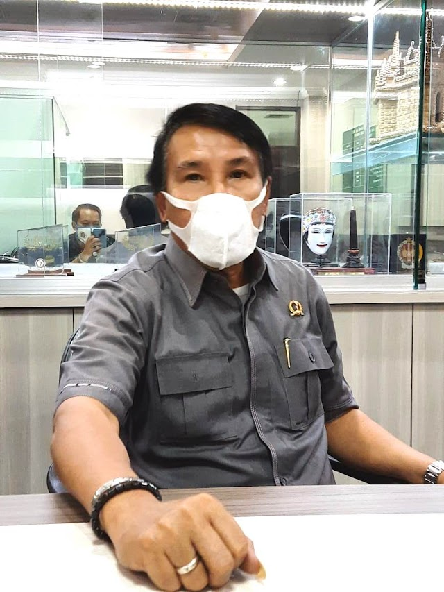 Melaksanakan Reses III, Agam Bagikan 7.000 APB Masker  Untuk Warga Cianjur