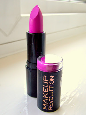 Makeup Revolution Scandalous Lipstick in Crime