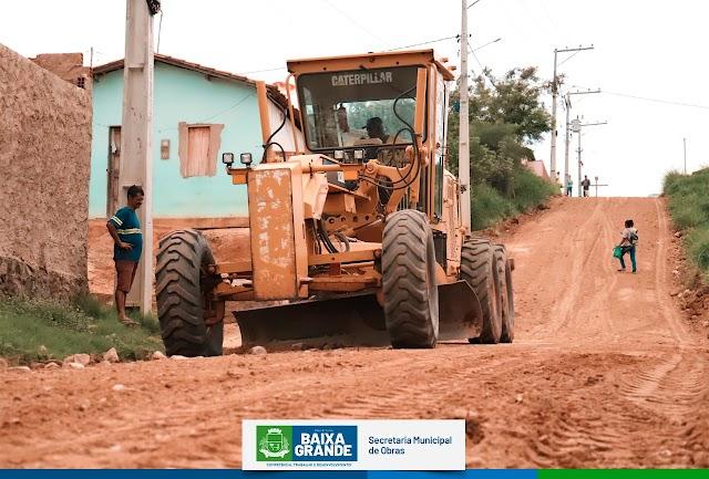 Prefeitura de Baixa Grande trabalha na recuperação de ruas após fortes chuvas