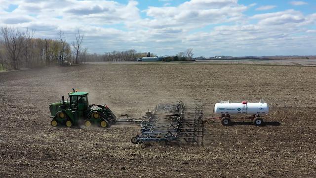 Minnesota crop news farmer agriculture corn soybean fertilizer