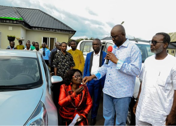 Female Principal Kneels as She Receives Car Gift from Fayose