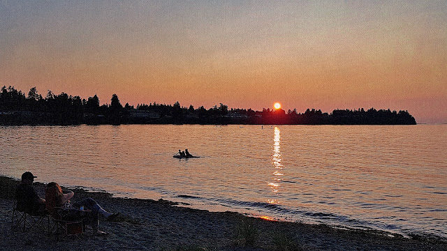 The sun sets over Parksville BC.