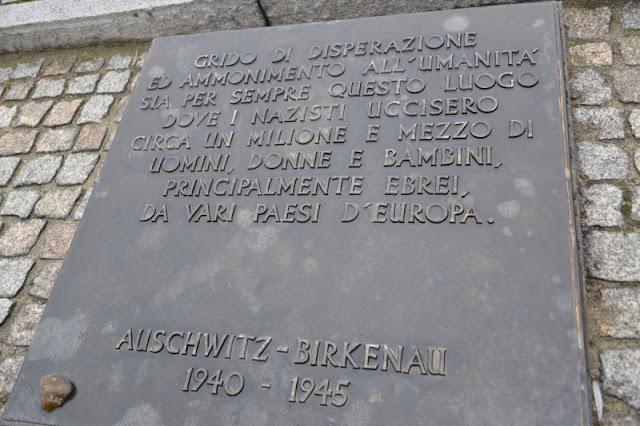 BIRKENAU-SCRITTA-COMMEMORATIVA