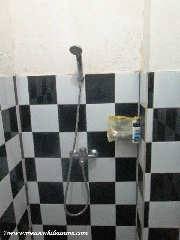 Chez Bon Hostel, shower kamar mandi
