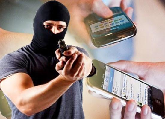 ASSALTO à loja Rei do Celular no Centro de Elesbão Veloso; bandido agiu usando uma espingarda.