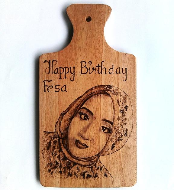 Lukisan Pirografi HBD Gift untuk Fesa