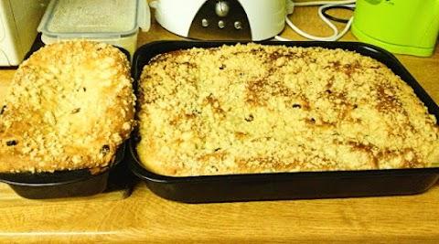 Jak zrobić ciasto drożdżowe z kruszonką - przepis babci