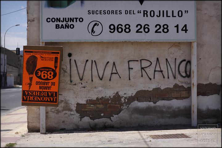 fotografia,murcia,carteles,arriba_extraña,límites
