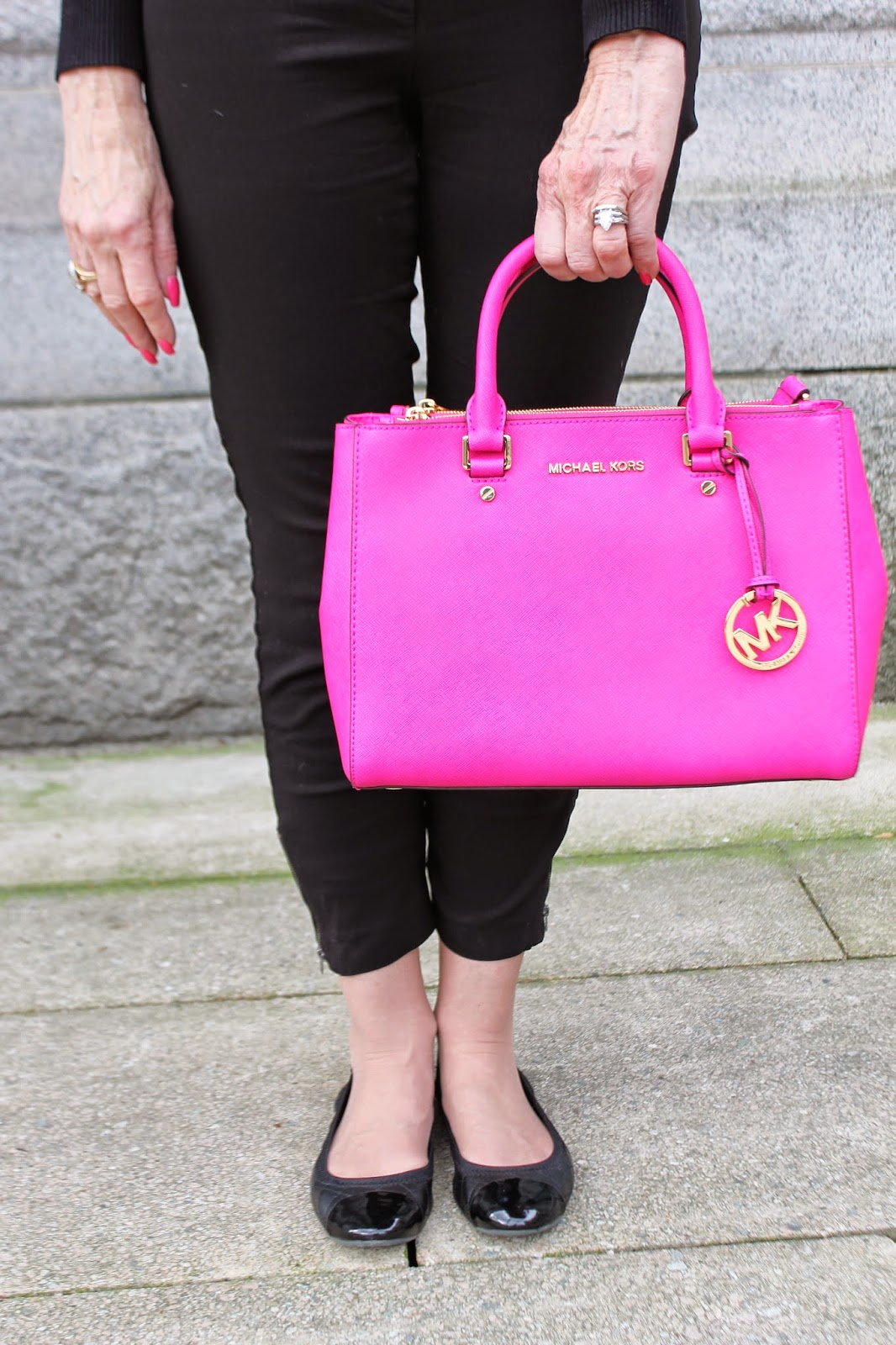 what-to-wear-with-a-pink-purse
