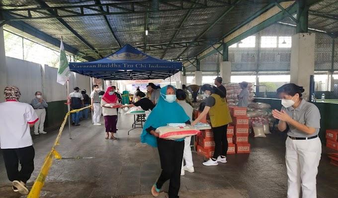 PIK 2 dan Yayasan Buddha Tzu Chi Kembali Salurkan Sembako kepada Masyarakat Terdampak Covid-19 di Kabupaten Tangerang