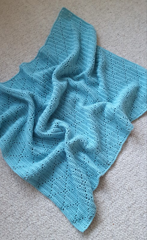 Crochet Peek-a-Boo baby blanket - a cute and easy pattern to make!