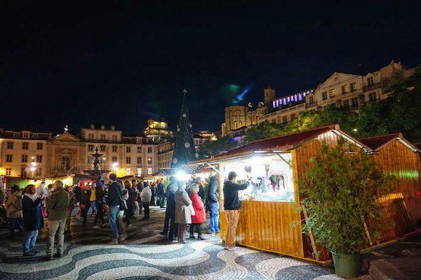 ロシオ広場ではクリスマス市が行われていた