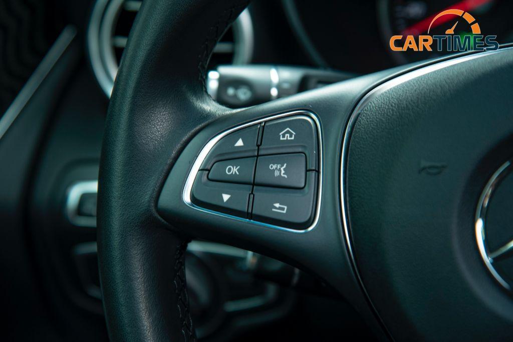 Mercedes-Benz GLC 300 AMG đời 2017 được rao bán trên thị trường xe cũ, giá chỉ ngang VinFast Lux SA 2.0 mới tinh
