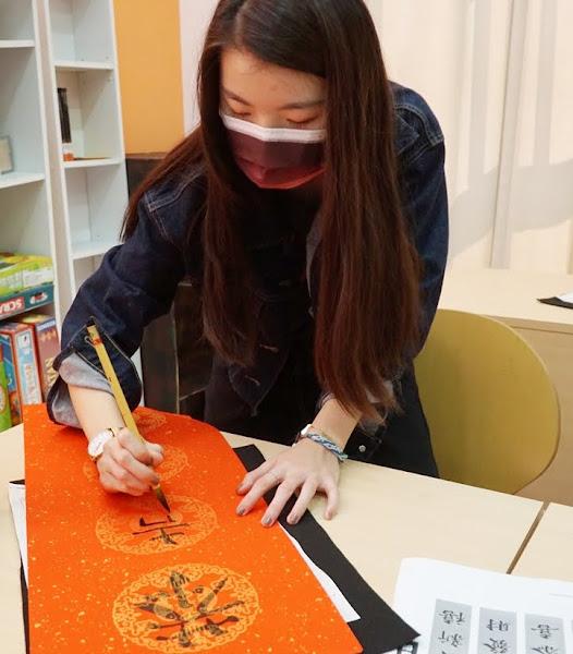 大葉大學新春三美文化體驗 境外學生寫春聯