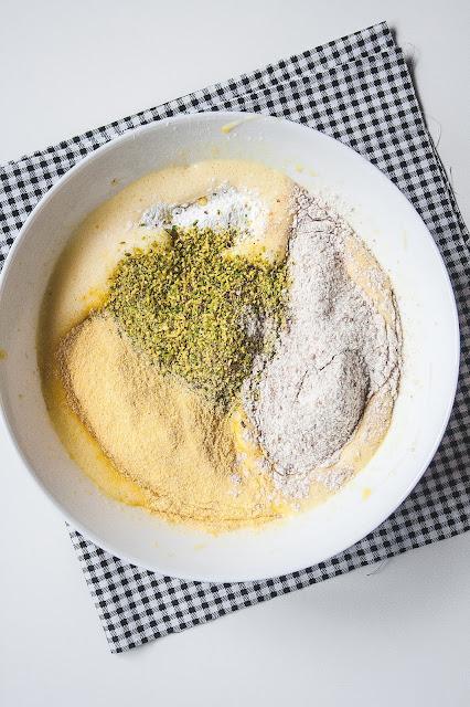 Plumcake ai pistacchi senza burro e senza lattosio step 2