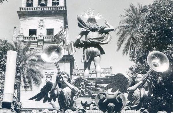 El primer cambio de imagen del Resucitado de Córdoba