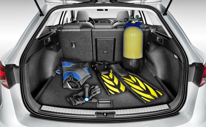 seat leon st apresentado quatro rodas e um volante. Black Bedroom Furniture Sets. Home Design Ideas