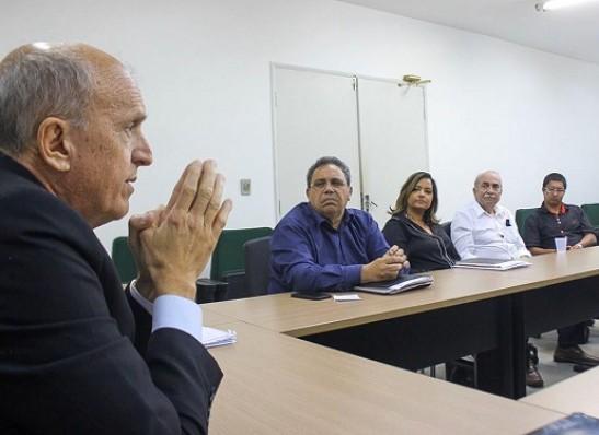 Opera Paraíba: Governo assina contratos para realização de cirurgias de catarata