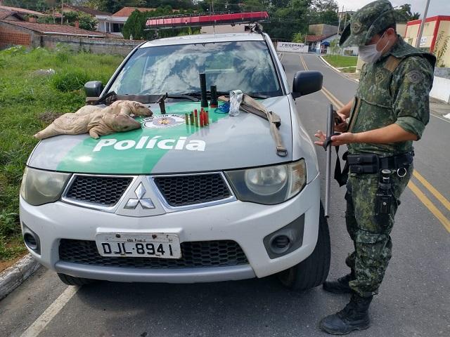Porte ilegal de arma de fogo e Caça de animais silvestres em Barra do Turvo