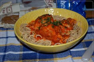 https://swiat-na-widelcu.blogspot.com/2017/10/spaghetti-z-pulpetami-w-sosie.html