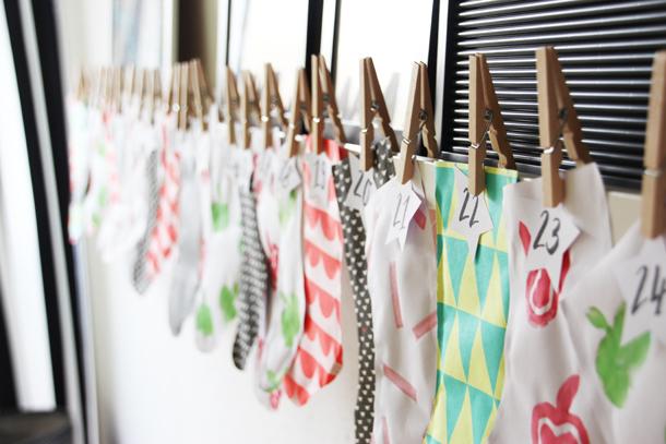 binedoro Blog, DIY, Adventskalender, Advent, Socken, Papier, Geschenkpapier