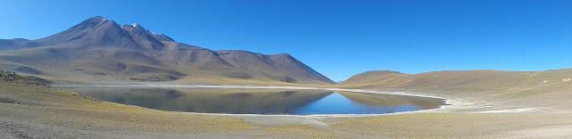 Laguna Miñiques con el antiguo volcan Miñiques a su la