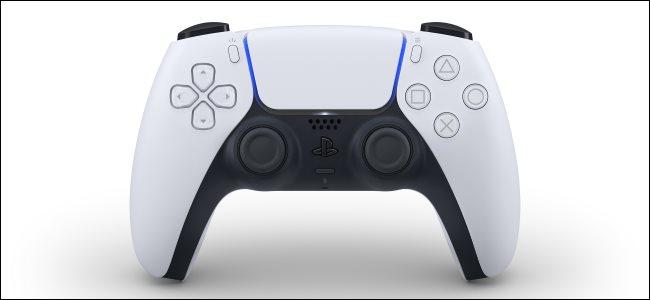 وحدة التحكم اللاسلكية DualSense الجديدة لجهاز Sony PlayStation 5.